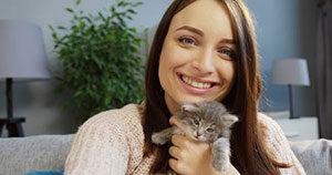 Pet sitter holding cat during Manassas, VA cat sitting services