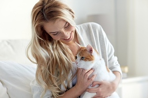 a owner considering to hire a cat sitter